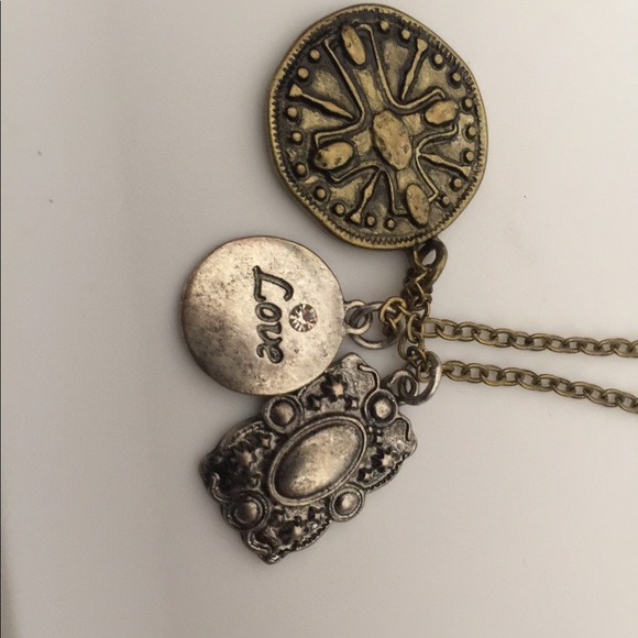 Jewelry - Antique style necklace